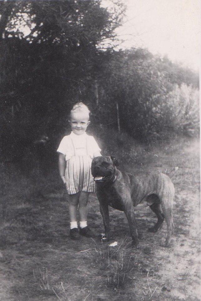 1945 med vores hund Bingo1