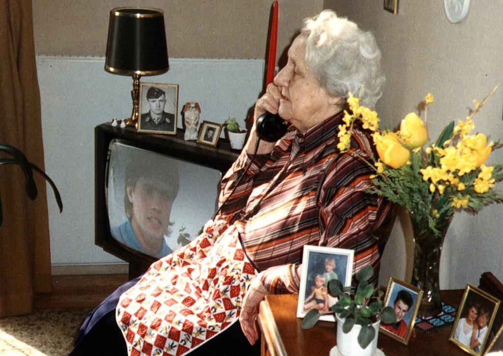 1990 ved telefonen1