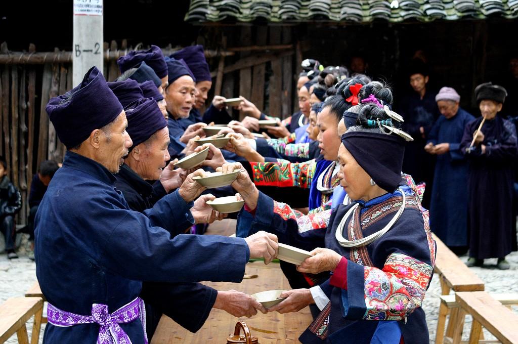 Langskørtet Miao-folk (10)