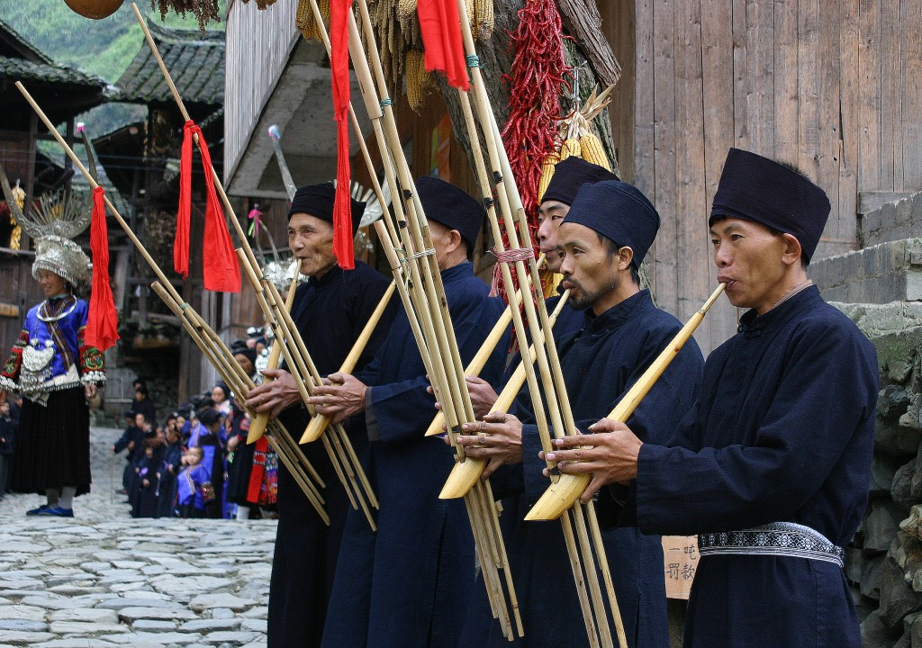 Langskørtet Miao-folk (2)
