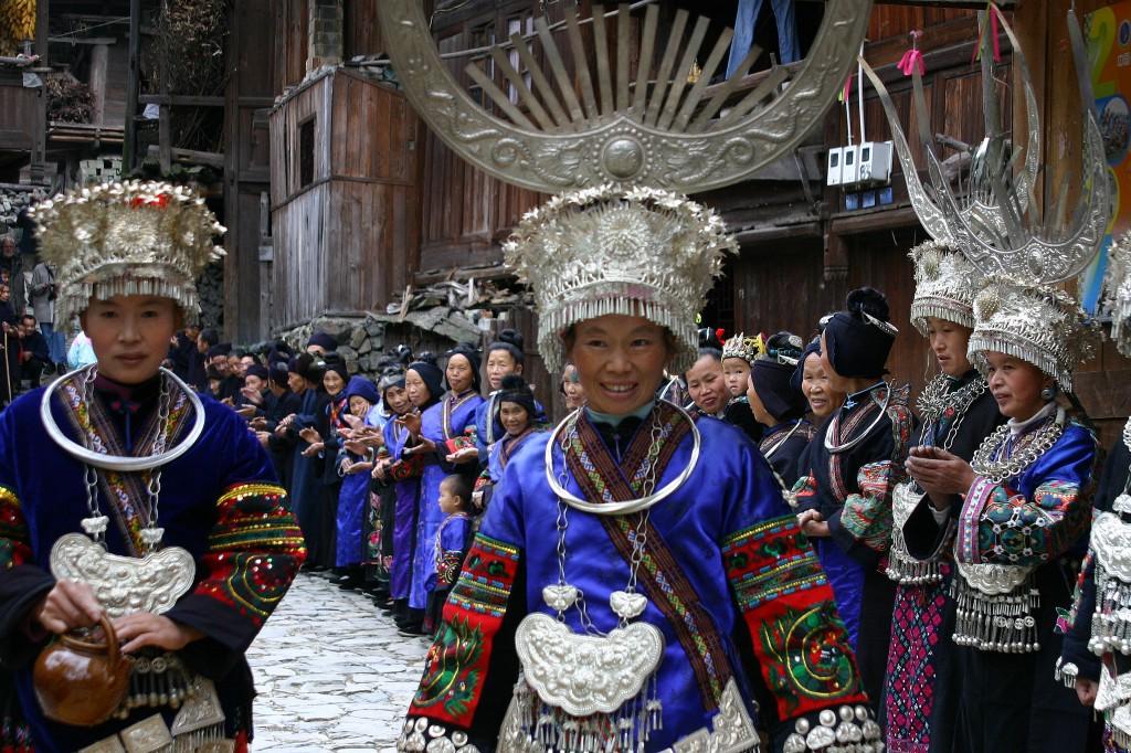 Langskørtet Miao-folk (3)